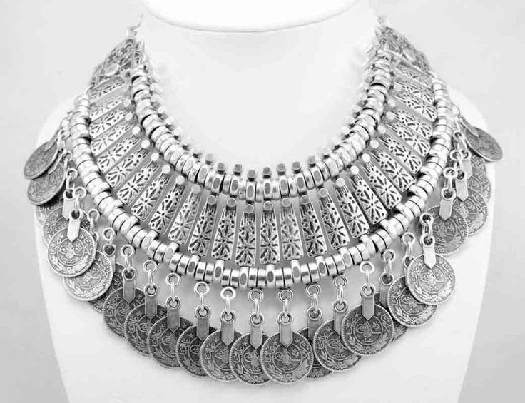 Silver plated zamak necklace. Model 1003