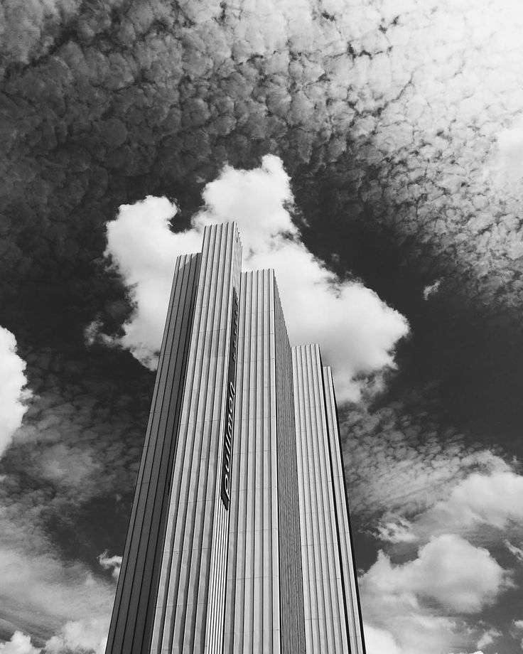 Wearing a cloud toupée. #bw #paris #architecturephotography #street