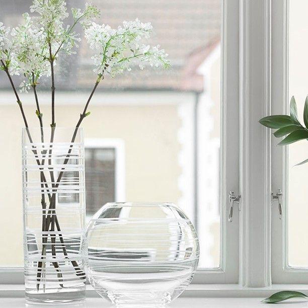 Graphic från Orrefors gör sig bra ihop med vårens kvistar #orrefors #graphic #homebysweden #heminredning #design #designklassiker #inredningsdetalj