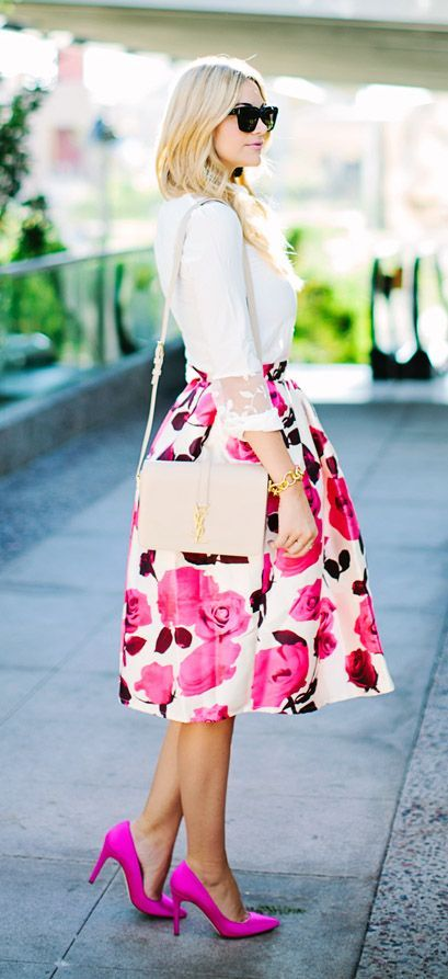 Floral skirt. Fucsia heels stilettos. Flowered pattern midi skirt. Inspiration style. Outfit for summer.