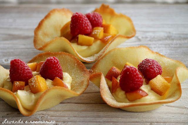 Lavanda e rosmarino: Cialde con frutta e gelato