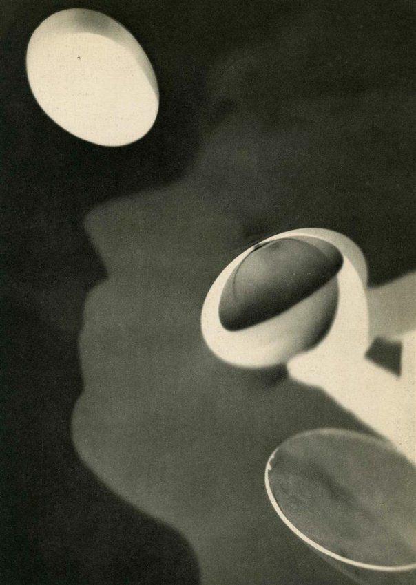 realityayslum: Man Ray Rayograph (profile of Kiki de Montparnasse and egg), 1922