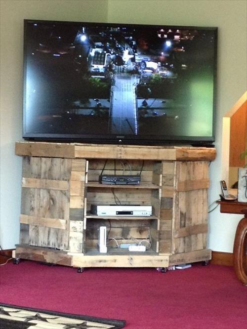 12 DIY Pallet Wood TV Stand Furniture Ideas | Pallets Designs