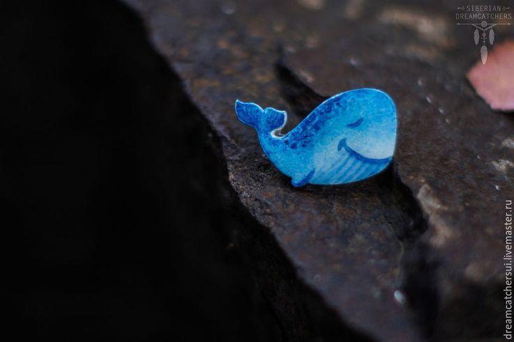 """Купить Брошь """"Китенок_1"""" - голубой, кит, китенок, брошь, море, фанера, акрил, эпоксидная смола"""