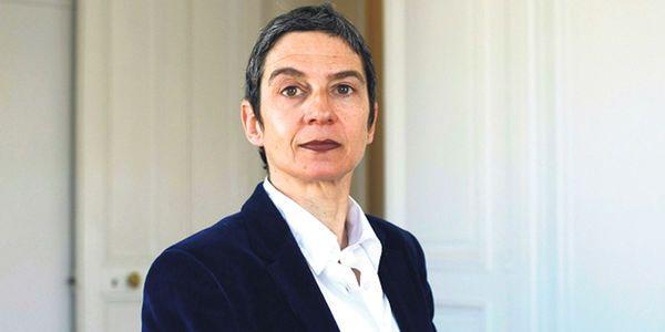 """Dans une lettre ouverte, Caroline Megary, avocate au barreau de Paris et conseillère de Paris apparentée PS, encourage Emmanuel Macron de """"présenter un projet de loi ouvrant la PMA à toutes les femmes""""."""