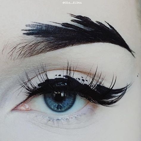 @limecrimemakeup Black Velvet on the brow / @suvabeauty Dark Humor as the liner activated with water / @unicornlashesuk Dragoness lashes #limecrime #suvabeauty #unicornlashesuk #eyeart