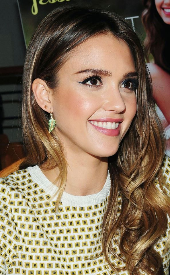 Gorgeous cat eye on the gorgeous Jessica Alba! Get all of your Make Up…