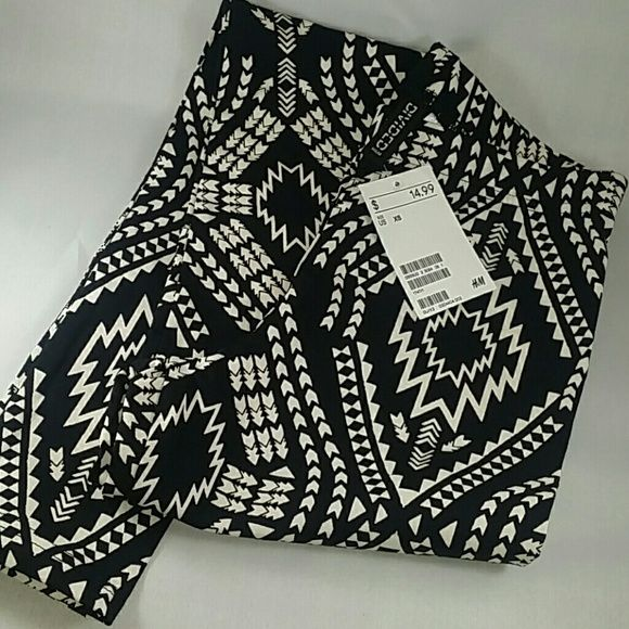 Divided H&M Leggings Aztec print, black with creme, leggings from H&M. Brand new, with tags. Size XS. Divided Pants Leggings