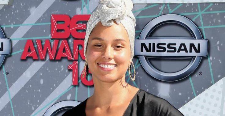 Totalmente sem maquiagem, Alicia Keys chama a atenção no red carpet do BET Awards 2016