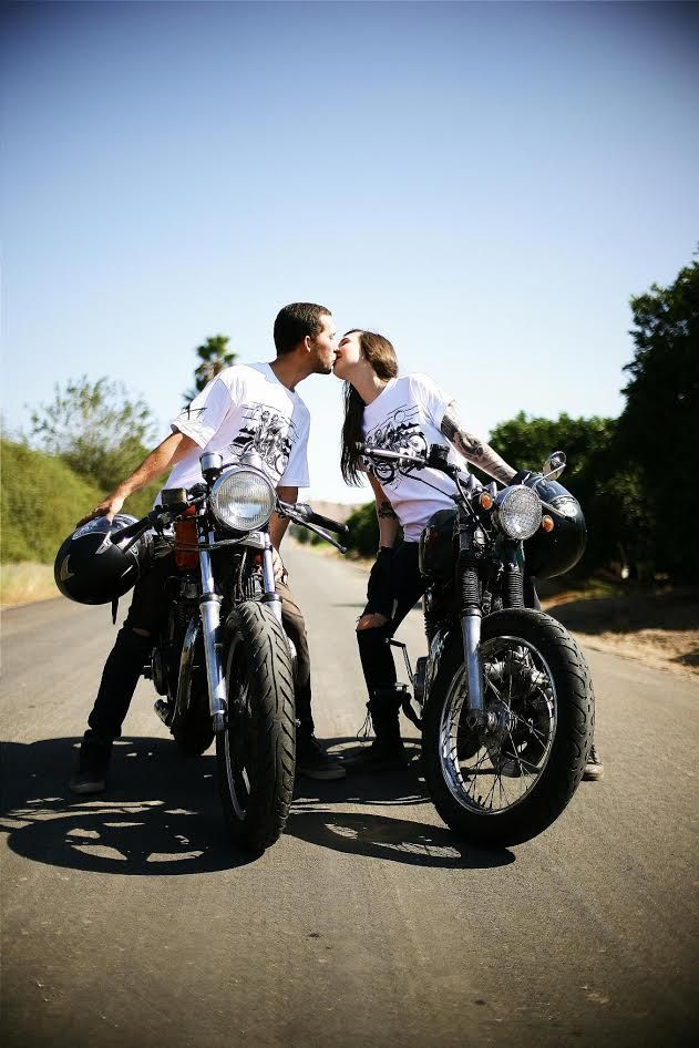 Motorcycle Engagement Photos with Jessica & Travis – Moto Lady