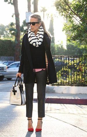 トーンを合わせて、チラ見せレッドカラーがオシャレ! ◎スヌード コーデ ファッション スタイル◎