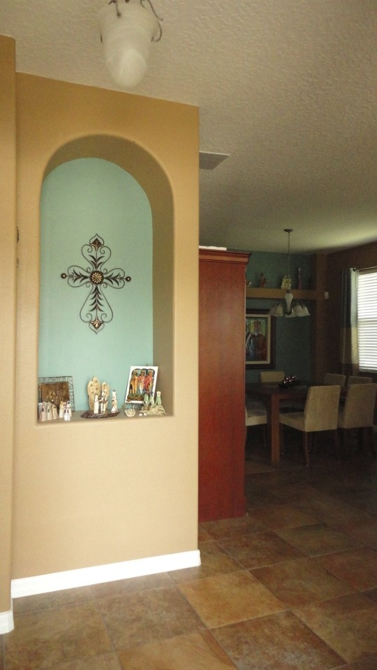 Foyer with niche in contrasting colors ochre and aquaContrast Colors, Colors Ochre
