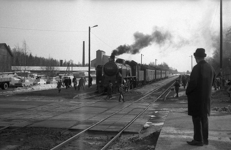 1949-built Hr1 steam locomotive 1010 in Korso, 26.03.1970. Photographer Tapio Keränen.
