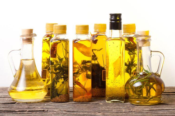 ***¿Cómo hacer Aceites Saborizados Caseros?*** Dale un toque especial a tus ensaladas y todas tus comidas dandole sabor extra a tus aceites.......SIGUE LEYENDO EN...... http://comohacerpara.com/hacer-aceites-saborizados-caseros_12549c.html
