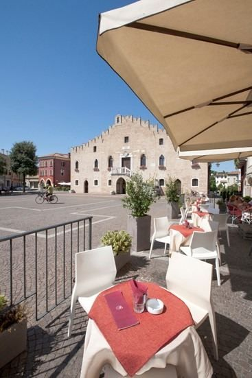 Hoth chair by IBEBI in the picturesque city square of Portogruaro (Italy) #chair #chairs #citysquare #italy #ibebi #madeinitaly