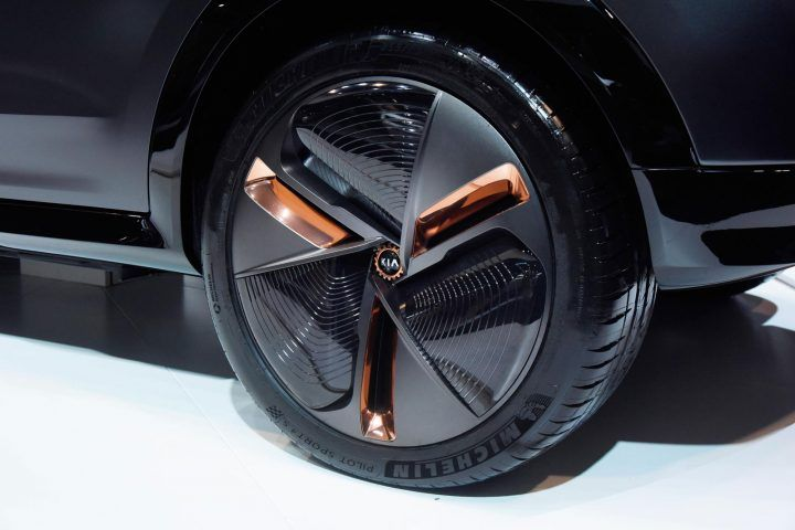 Iris Rollwagen Kia Niro Ev Concept At Ces 2018 Wheel Design - From The