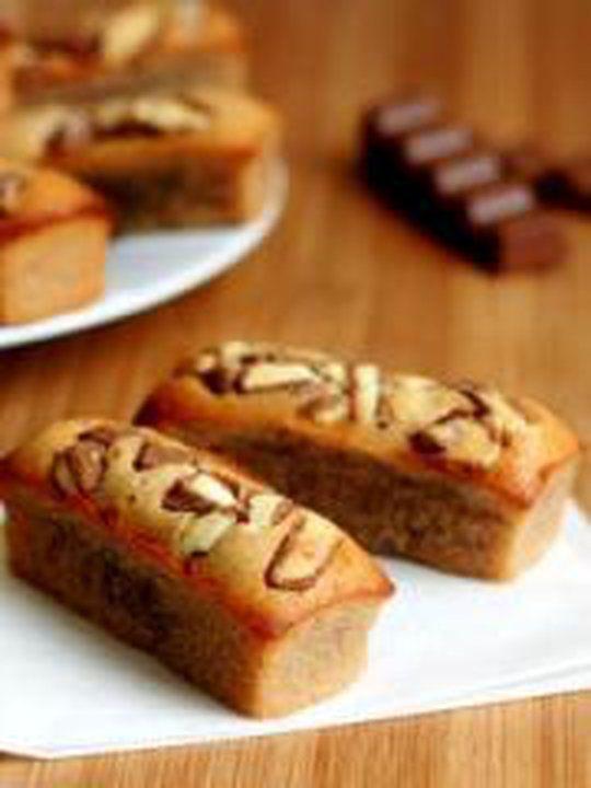 Financiers au chocolat Kinder Livre de recettes : http://www.pateacuisiner.com/livres-desserts/ #recette #dessert