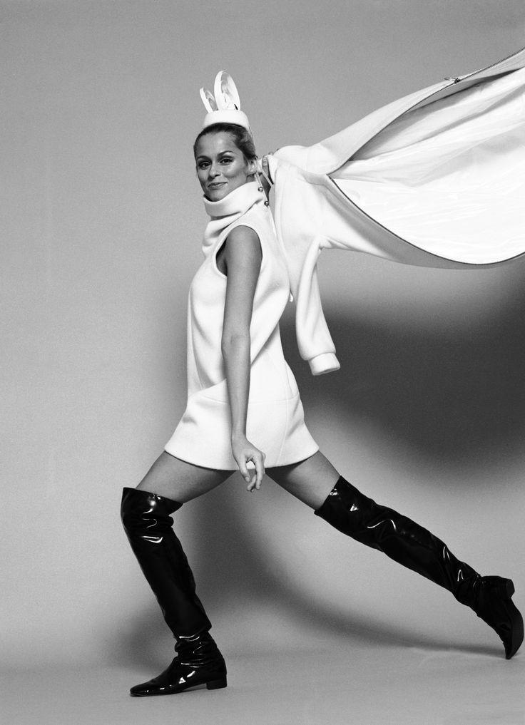 Портрет модели Лорен Хаттон в высоких сапогах, Нью-Йорк, в конце 1960-х или начале 1970-х годов. (Фото Джек Робинсон/Халтон Архив/Getty изображения) via @AOL_Lifestyle Read more: http://www.aol.com/article/lifestyle/2017/01/05/lauren-hutton-bottega-veneta-campaign/21648802/?a_dgi=aolshare_pinterest#fullscreen