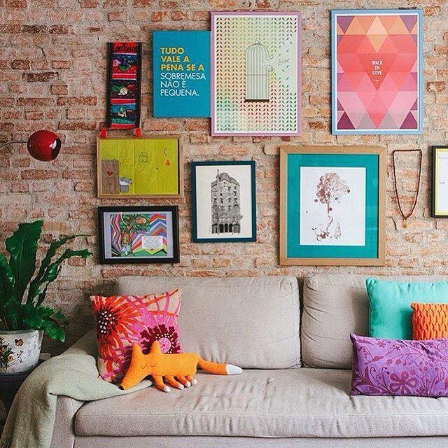 Linda a parede com os pôsteres Livre e Walking Love que criamos para a loja Oppa. A foto foi publicada no Histórias de Casa. :)