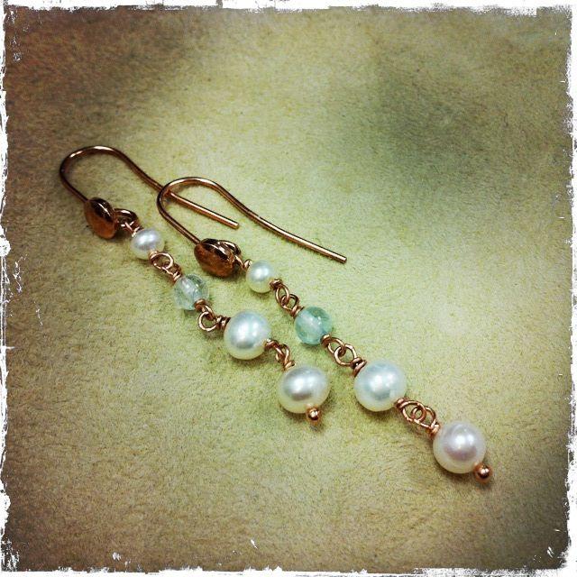 Orecchini con perle fiume e acquamarina, montati su argento rosa
