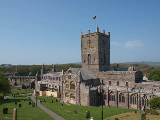 St Davids Cathedral, Pembrokeshire - DayTripFinder