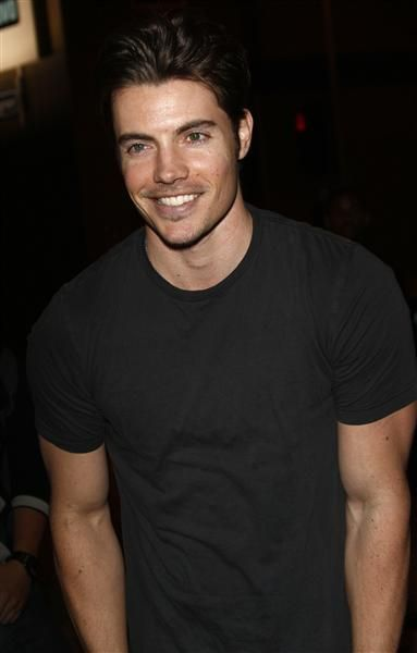 Dallas Star Josh Henderson