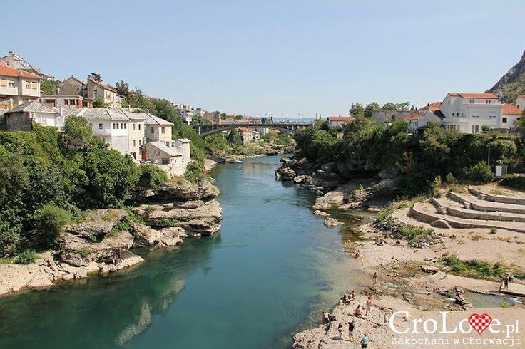 Rzeka Neretwa w Mostarze | Mostar - Bośnia i Hercegowina || http://crolove.pl/mostar-wielokulturowe-miasto-bosni-hercegowinie/ || #Mostar #BosniaiHercegowina #bih