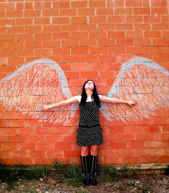 Senior pictures with chalk. Chalk senior pictures. #chalkseniorpictures #seniorpictureideas