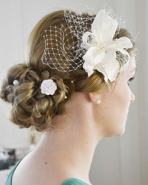 Brautfrisur, Trendfrisur 2014 mit Fascinator, Blumen im Haar