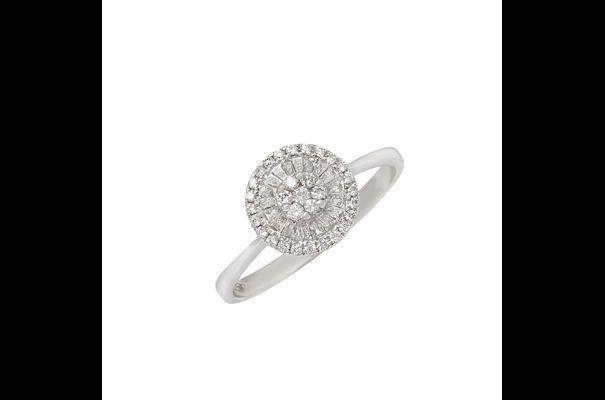 Triche sur la taille avec des diamants baguettes