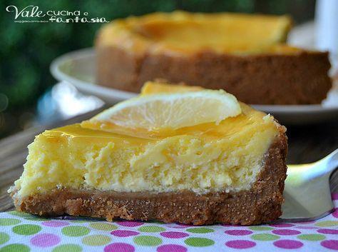 New York cheesecake al limone la classica ma alleggerita, cotta in forno al gusto e profumi di limone con una glassa golosa, fresca e delicata
