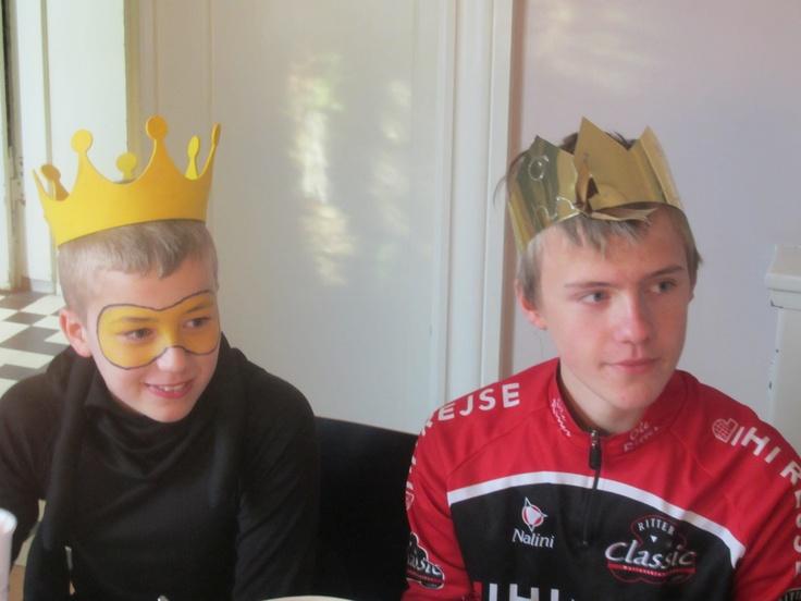 Johan og August kronet i Valby, fastelavn 2012