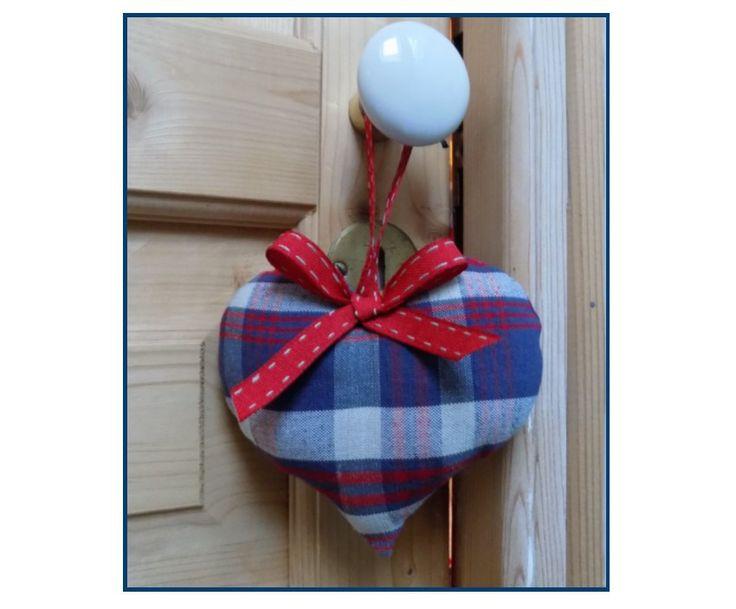 Coussin de porte la lavande forme coeur en kelsch rouge for Decoration porte rouge