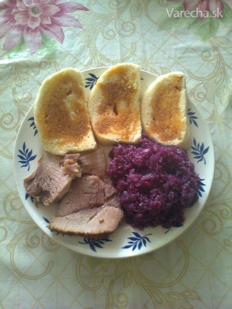 Pečené bravčové s červenou kapustou a domácou knedľou - fotorecept