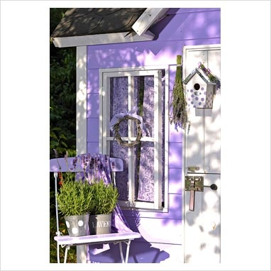 lovely lavender little houseColors Purple, Lilac, Chalets Lavander, Lavender House, Doc Cottages, Lavender Lane, Lane Cottages, House Exterior, Gardens Patios Backyards