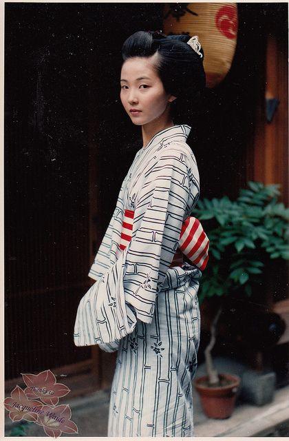 Maiko photographs by kofuji on Flickr.