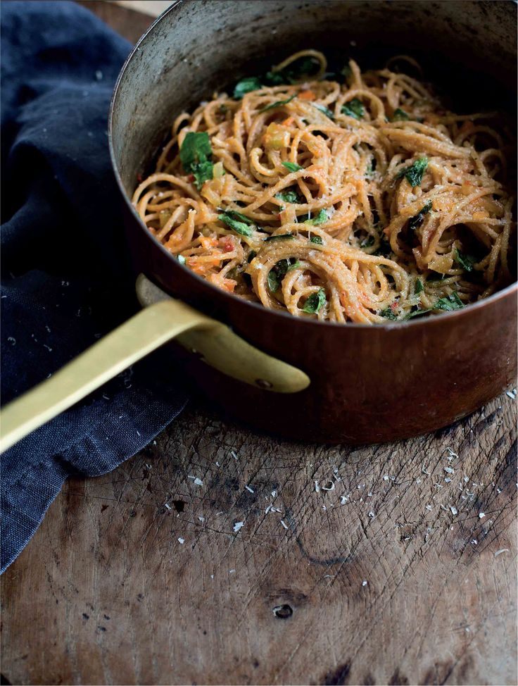 Wholemeal pasta with vegetable sauce