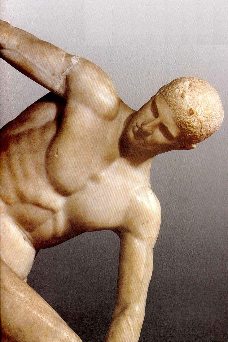 Policleto fue el autor del Doríforo, que fue considerado como el canon del cuerpo humano, marcando las proporciones que debía tener el cuerpo del perfecto varón en la Escultura. Los entendidos la datan hacia el año 420. Nótese el detalle de las venas en el brazo derecho. El lector ha de imaginar el objeto portado y, además, de plata.