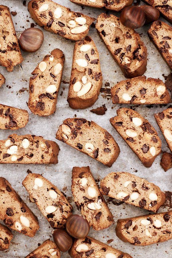Cantuccini con farina di castagne, mandorle e cioccolato (cantuccini con farina di castagne e cioccolato)