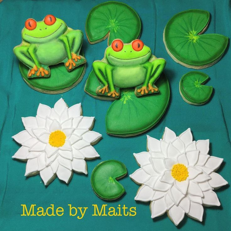 Frogs are always happy, because they eat whatever BUGS them!😜🐸 #frog #frogcookies #waterlilies #waterlilycookies #cookies #sugarcookies #cookieart #sugarart #edibleart #icing #royalicing #royalicingcookies #cookiesofinstagram #sydneycookies #cookielove #customcookies #customdecoratedcookies #decoratedcookies #decoratedsugarcookies #royalicingcookiersaustralia #homemade #homemadecookies #madeinsydney #madewithlove #madebymaits  The frog and the flower cutter are both from @howsweetisthat I…