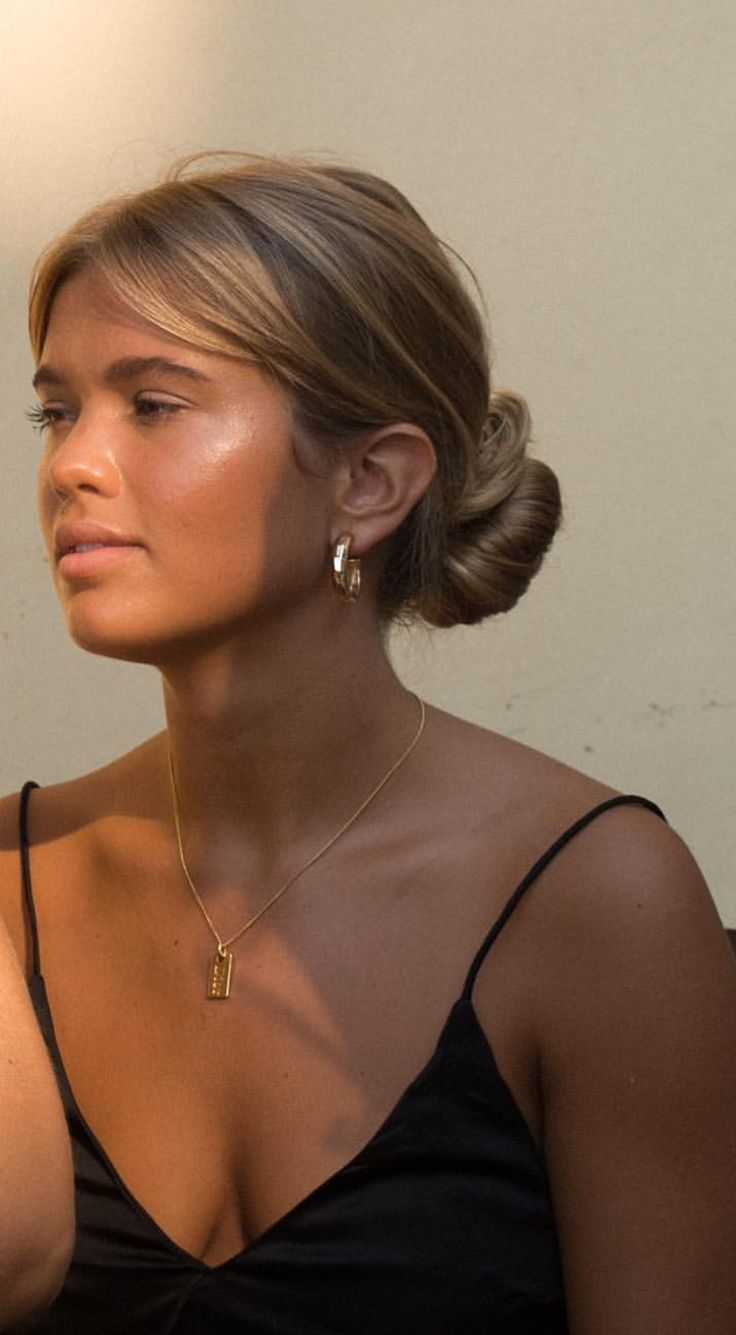 Pinterest: DEBORAHPRAHA ♥️ Maltida bangs and bun hairdo #hairstyles #wedding #bridesmaids