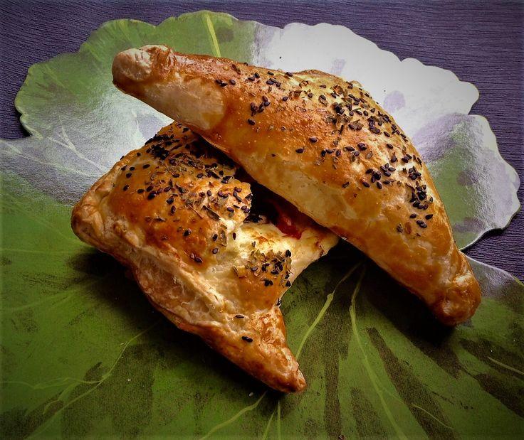 Empanadillas de bacalao, paté de olivas y pimientos del Piquillo.