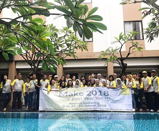 Annual Gathering of Ray White Cibubur - Ray White Grand Wisata -  Ray White Cibubur Raya at Bali (23-25 January 2018). It's a great event to build team spirit 👍🏻. When You Focus on Possibilities, You'll Have More Opportunities.. @raywhitecibubur @raywhite.cibuburraya @raywhite_grandwisata • • • #professional #property #realestate #marketing #principal #agents #broker #helloyellow #business #quotes #qotd #quoteoftheday #webstagram #raywhite #raywhiteindonesia #realtor #realtors #realtorlife…