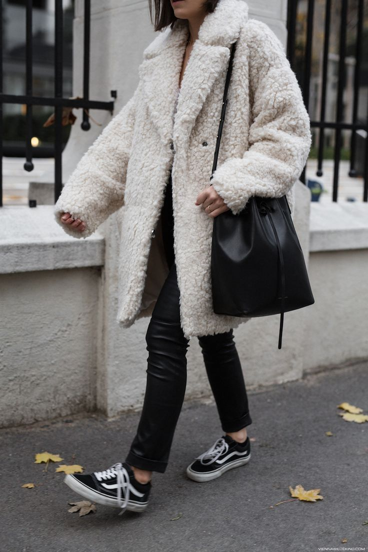 How to wear a Teddy Coat I More on viennawedekind.com #teddycoat