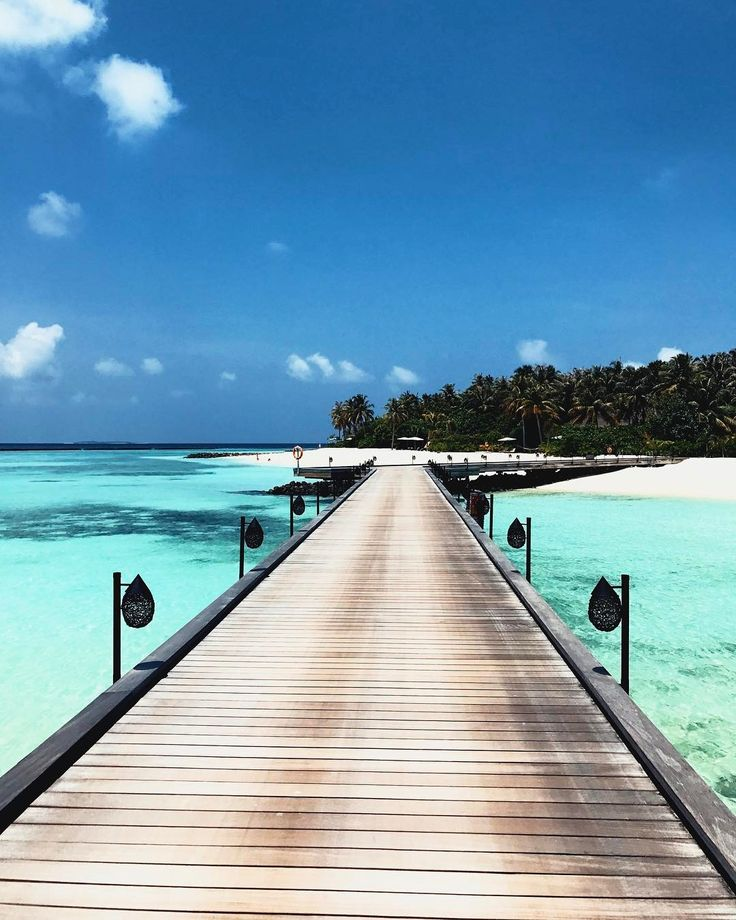 Woke up here in paradise this morning.  Last minute decisions are always the best decisions! Who has been or wants to visit the Maldives?  #iliveonaplane
