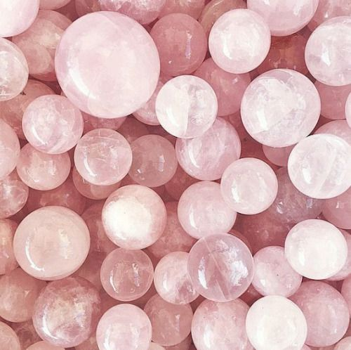 Feel the love this summer with Rose Quartz // The gemstone of love