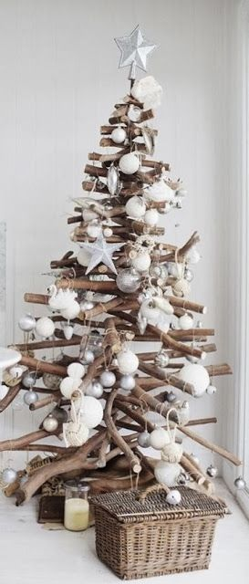 This beautiful driftwood Christmas tree with white decorations has to be one of our absolute favourites. We've got serious tree envy!