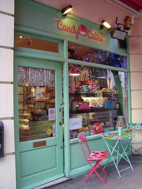 a delicious and pretty place for you sweet tooth's. Candy Cakes ~ Covent Garden, London