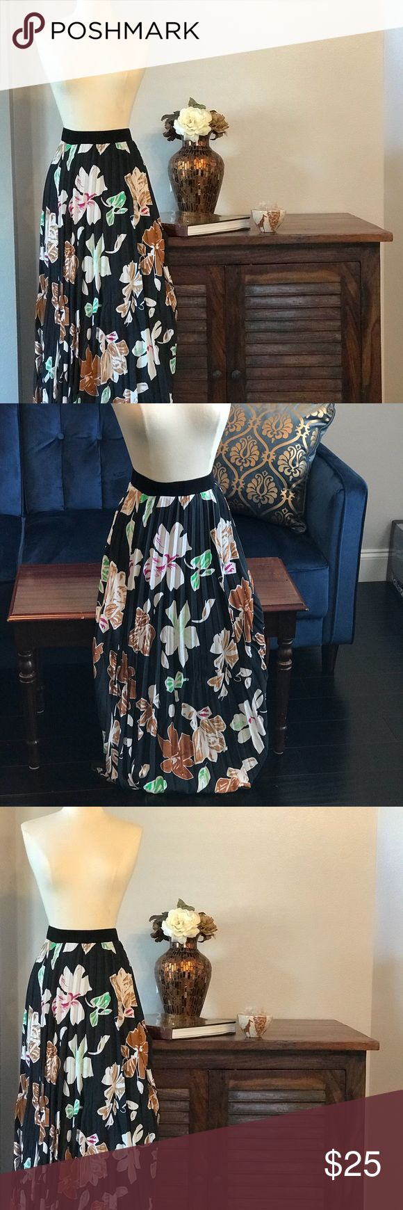 Pleated floral skirt with bold flower print Tropical pleaded skirt is just gorgeous. Pair it with a crop top, bralet, bandeau top. Maxi length Lapis Skirts Maxi