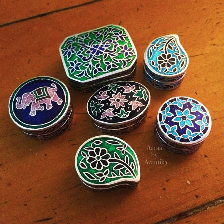 Gorgeous enamel trinket boxes from Aaraa by Avantika, with immaculate workmanship handcrafted in silver. The detailing and especially the size just melts our heart.
